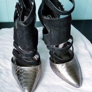 EUC. BCBG Cage Heels. Black & Gold. Size 7.5